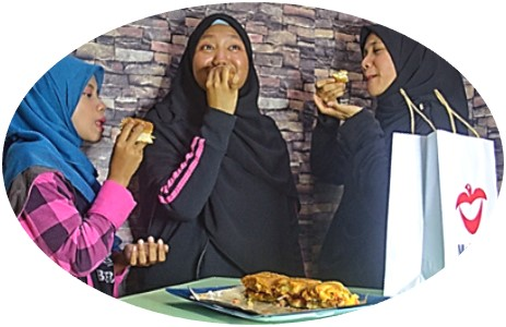 makan2u-eating